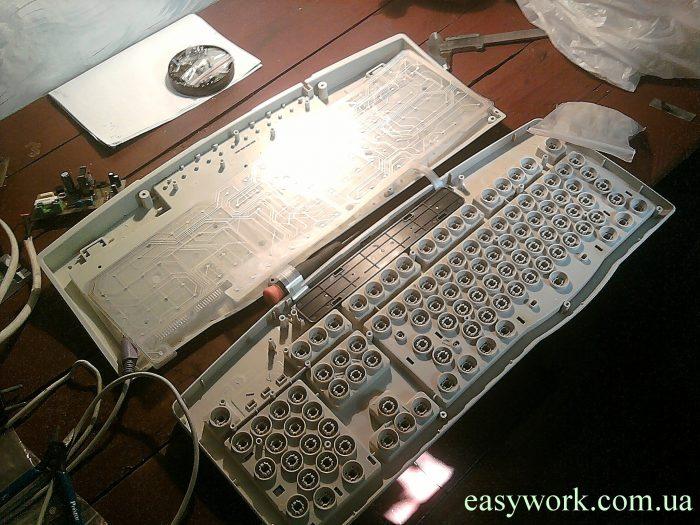 Разобранная клавиатура внутри