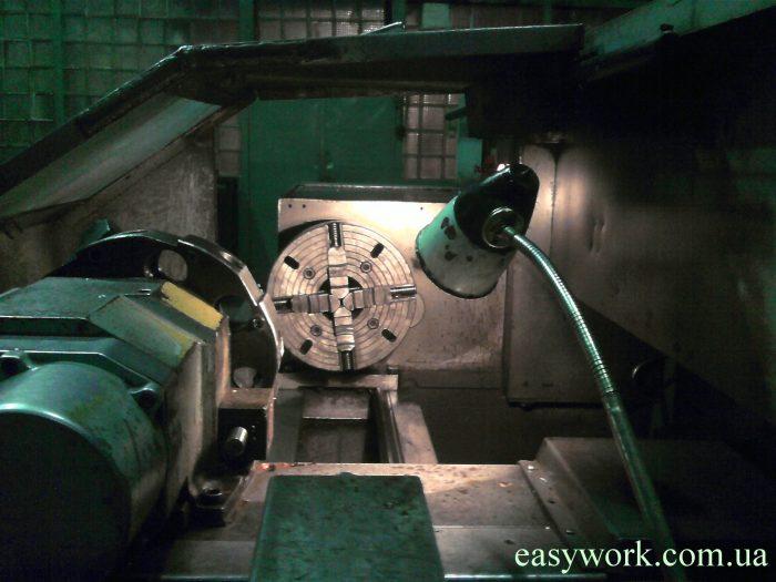 Шпиндель станка 16А20Ф3, куда зажимается заготовка