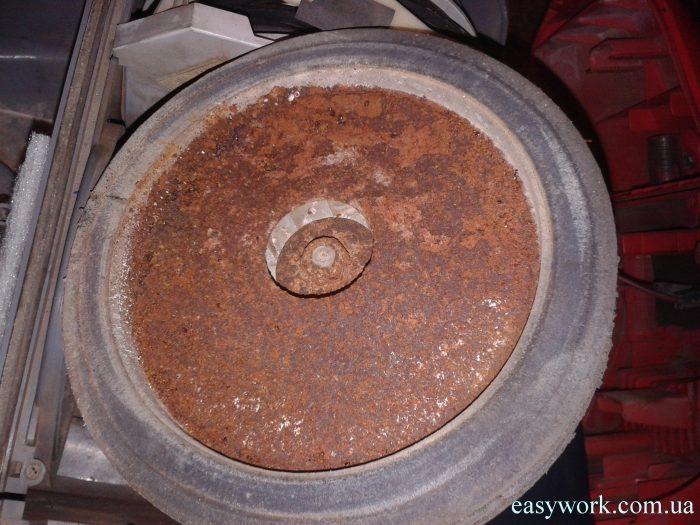 Двигатель пылесоса после очистки от ржавчины