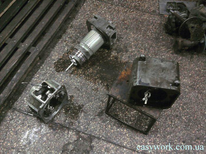 Неустранение причины неисправности и каждое заливание двигателя требовала его очистку от жидкости