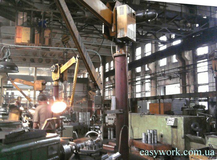 Учебные чертежи дают только основные навыки (цех машиностроительного завода)