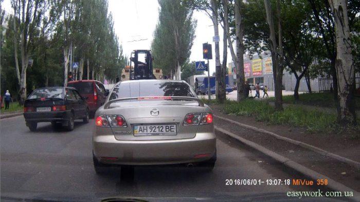 Зазор между твоей и впереди стоящей машиной позволит ее объехать