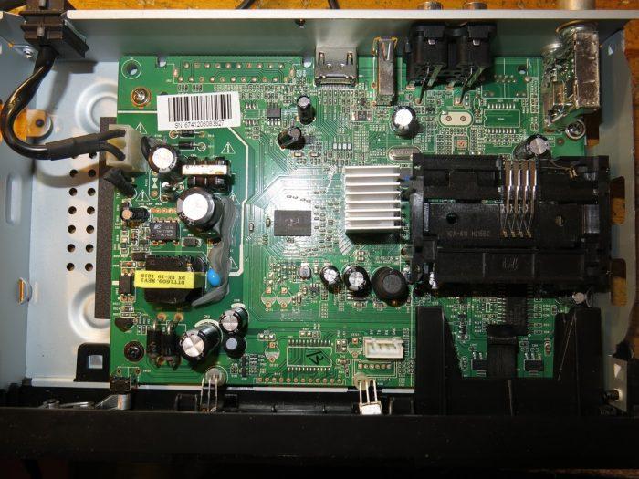 Внутреннее устройство тюнера Strong SRT 8500