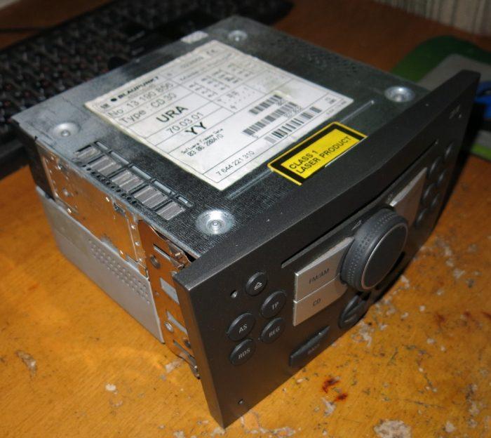 Внешний вид магнитолы CD30 BLAUPUNKT 13 190 856