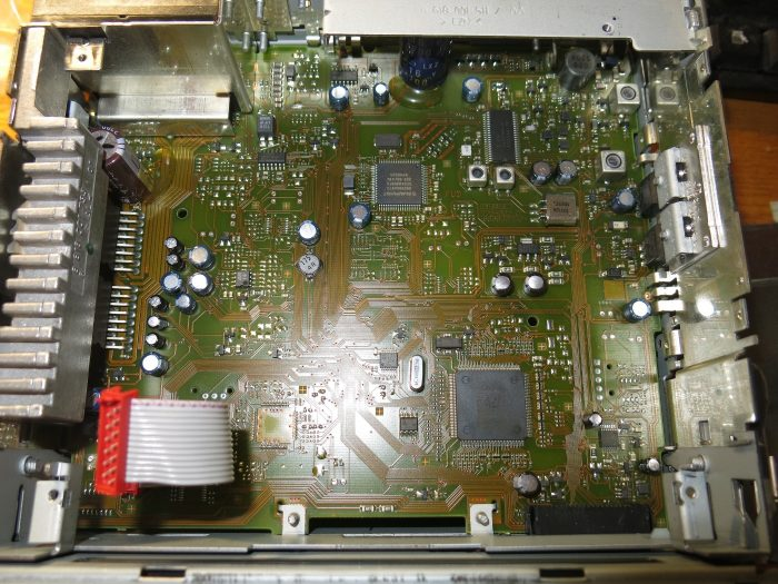 Внутреннее устройство магнитолы CD30 BLAUPUNKT 13 190 856