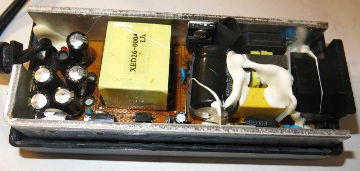 Внутреннее строение блока питания LSP-12V5000mA