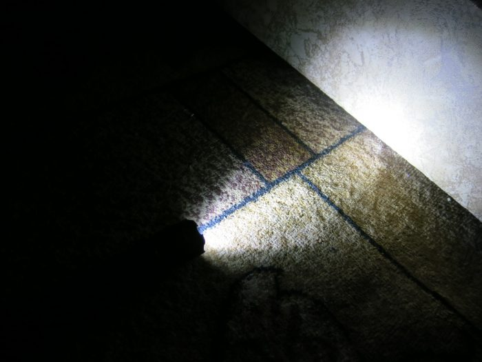 Проверка фонарика-шокера