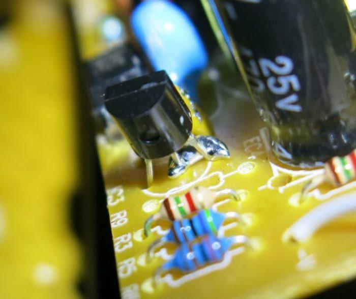Капля олова на TL431 (фото 2)