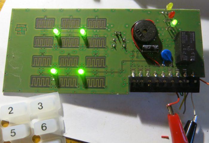 Лицевая сторона платы кодонаборной клавиатуры Satel SZW-02