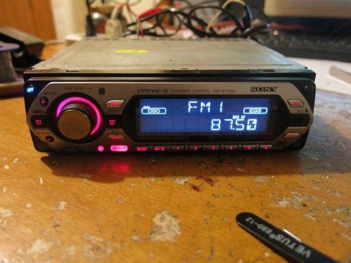 Отремонтированная магнитола Sony CDX-GT300S