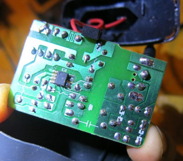 Безымянная микросхема блока питания XST-0505