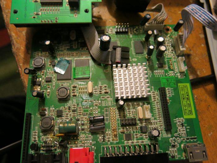 Плата после заменены всех конденсаторов (Тюнер AMIKO SHD-8900)