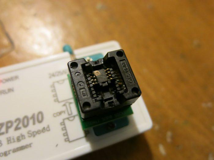 Затертая микросхема EEPROM 24C04 тюнера AMIKO SHD-8900