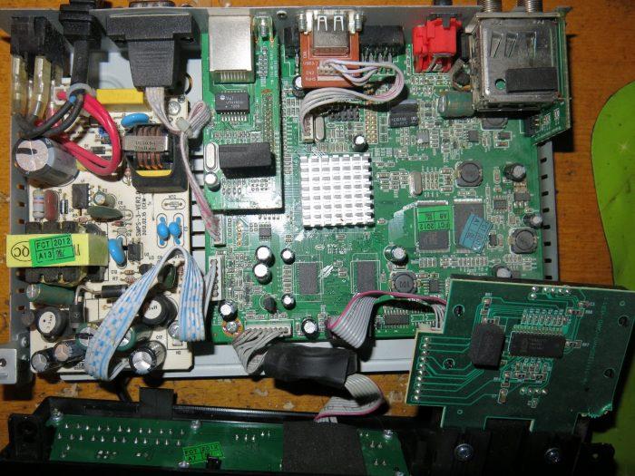 Тюнер AMIKO SHD-8900 (Вид изнутри)