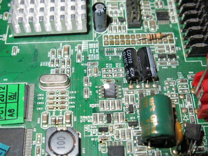 Микросхема 24C04 с стертой маркировкой