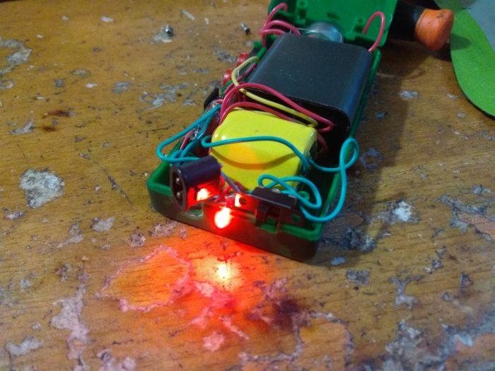 Индикатор включенного состояния электрошокера