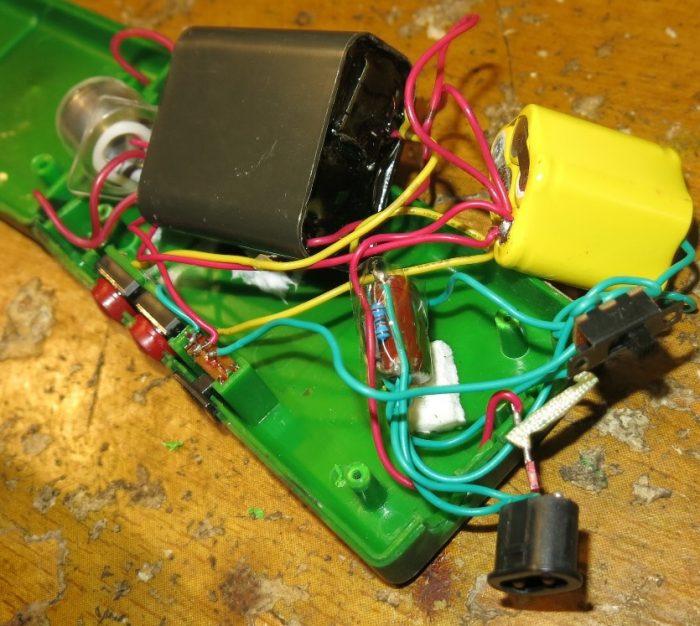 Внутреннее устройство электрошокера Оса 1128-3 (фото 2)