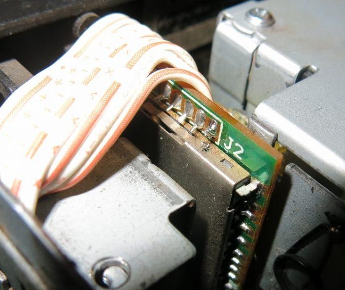 Слишком близкое расположение металлического корпуса к выводам