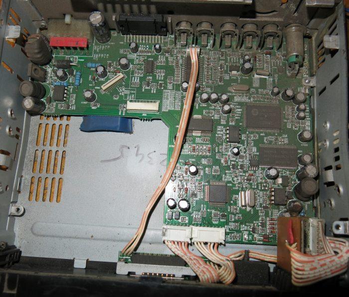 Внутреннее устройство магнитолы ALPINE HS - D831