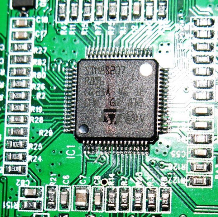 Контроллер STM8S207 в данной магнитоле