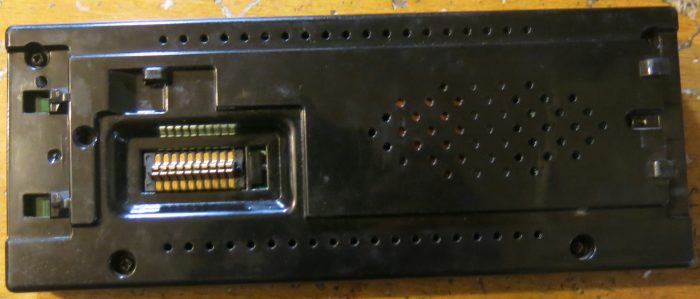 Панель магнитолы со стороны разъема