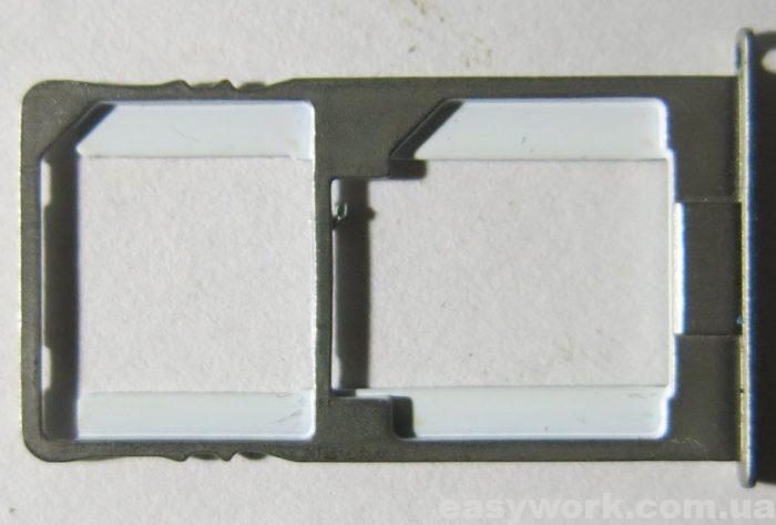Слот для SIM-карты и карты памяти microSD