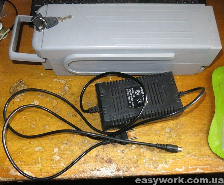 Зарядное устройство LB32 с аккумулятором с электровелосипеда