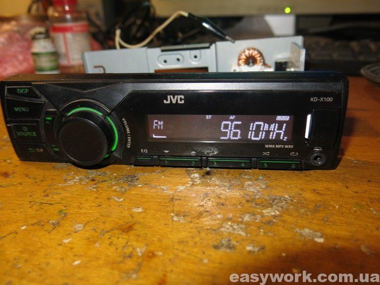 Магнитола JVC KD-X100 с замененным усилителем