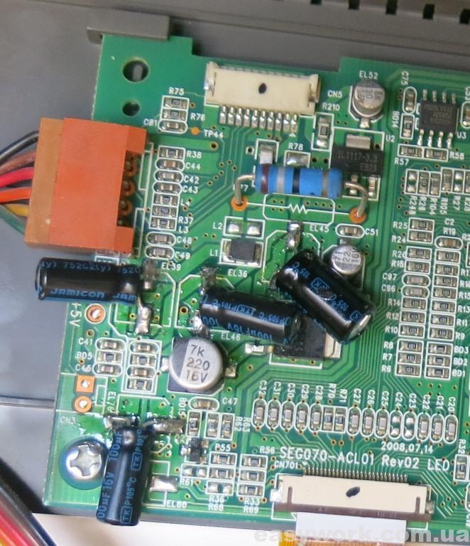 Загнутые конденсаторы на плате дисплея