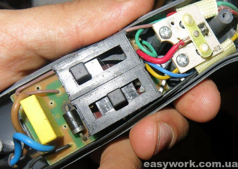 Внутреннее устройство фена CLATRONIC HTD 3055