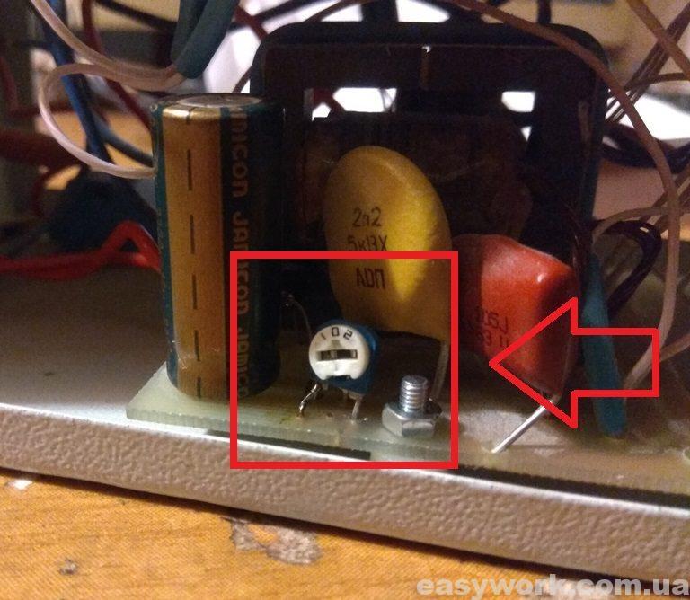 Потенциометр для регулировки напряжения заряда аккумулятора