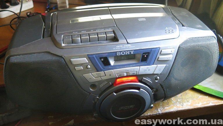 Отремонтированный магнитофон Sony CFD-G50L