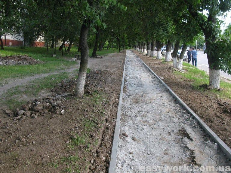Укладка тратуара (в районе Полтавского автовокзала)