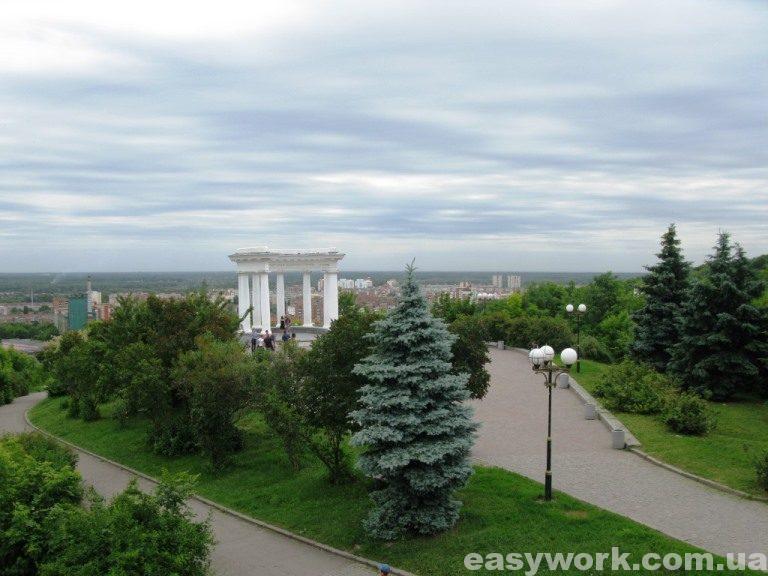 Вид на Белую беседку с высоты Подольской башни