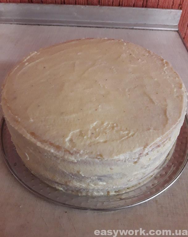 Обмазываем весь торт масляным кремом