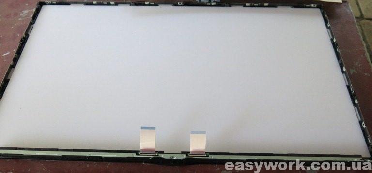 Экран телевизора со снятой подсветкой