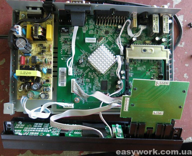 Внутреннее устройство тюнера Amiko HD8260+
