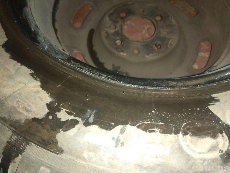 Проверка колеса на отсутствие утечек воздуха (фото 1)