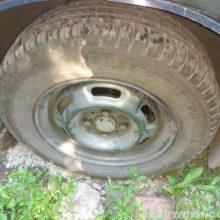 Выравнивание гнутого автомобильного диска после ямы
