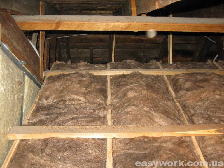 Утепление деревянного каркаса над лестничным проемом (фото 1)