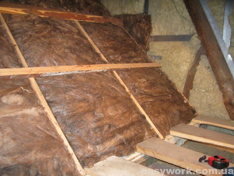 Утепление деревянного каркаса над лестничным проемом (фото 2)
