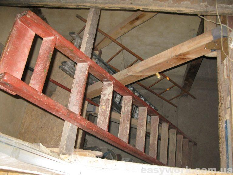 Вид на лестничный проем со второго этажа (фото 2)