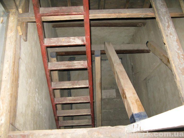 Вид на лестничный проем со второго этажа (фото 1)