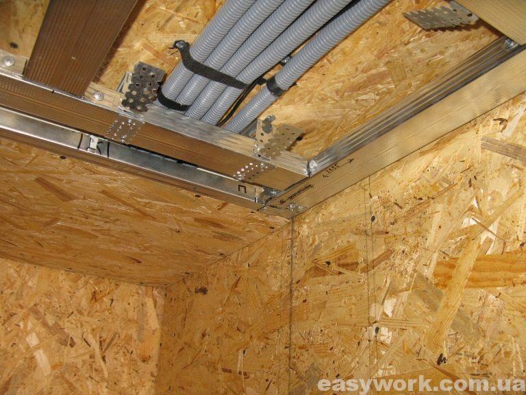 Монтаж металлокаркаса под гипсокартон на потолке в прихожей (фото 4)