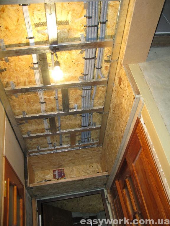 Монтаж металлокаркаса под гипсокартон на потолке в прихожей (фото 6)
