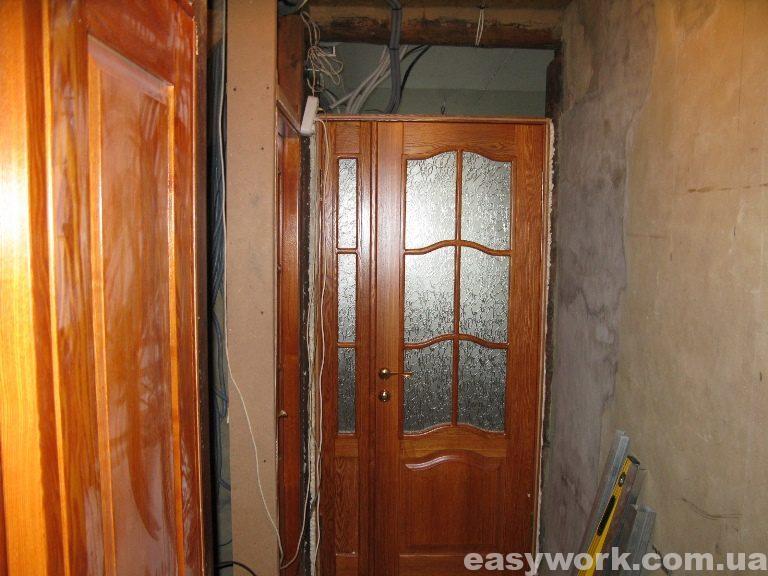 Установленные деревянные двери из ясеня (фото 1)