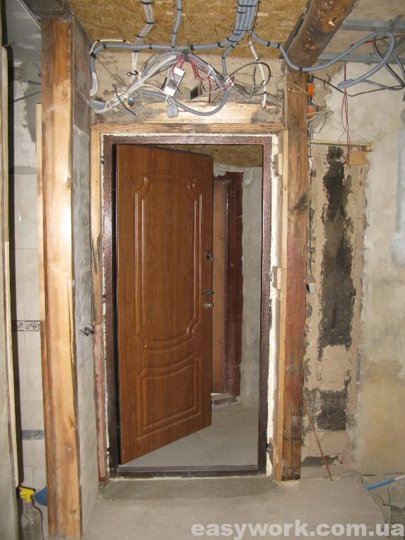 Монтаж электропроводки над входной дверью (как было)