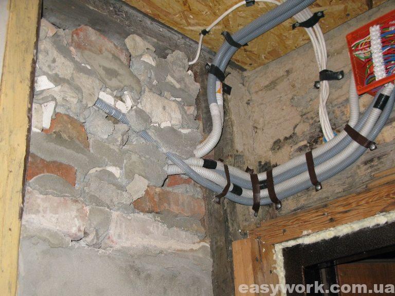 Монтаж электропроводки (провода идущие в кухню)