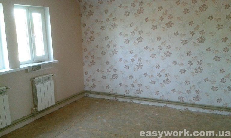 Вид спальни после поклейки обоями (фото 1)
