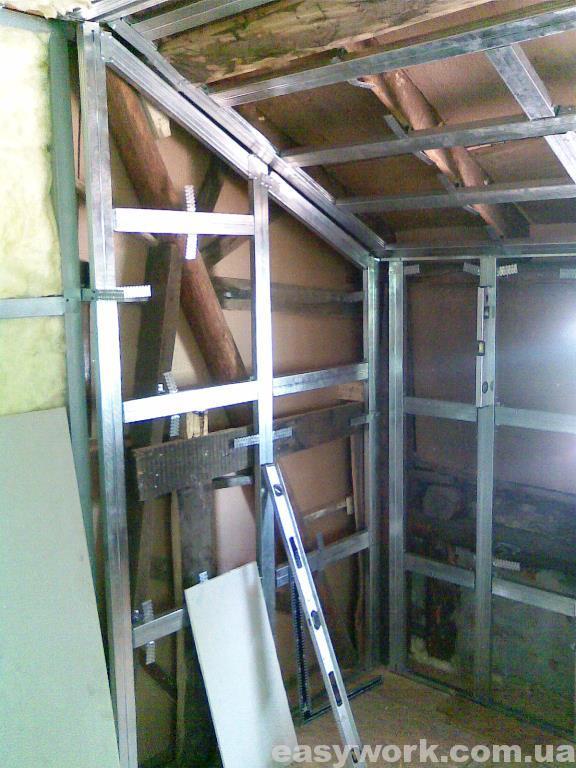 Монтаж металлокаркаса под гипсокартон (фото 3)